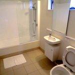 Salle de bain grande mais pas fonctionnelle