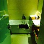 Twin suite studio room bathroom