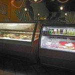 vitrina de postres y helados