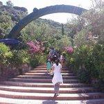 Negombo, l arco di Giò Pomodoro