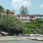 Blick vom Strand zur Hotel-Anlage