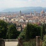 Blick von der Kirche auf Florenz