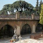 Friedhofdetail an der Kirche