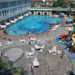area kolam renang &tempat bermain anak2