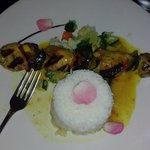 Chicken with jasmin rice with vegetables and a mango sauce