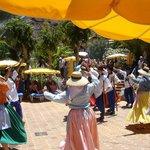 Tanzgruppen von Lanzarote und La Palma unterhalten die Gäste