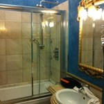 Bathroom with excellent shower/tub