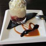 Strawberry shortcake parfait (custard, whip cream, caramel)