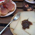 Manchego,  pan con tomate, boudin noir
