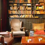 Area de descanso , libreria y zona fumadores