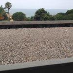 Terrasse mit alle Arten Müll die man sich vorstellen kann...