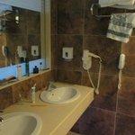vaste salle de bain