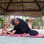 Mr. Anu el profe de Yoga. No repetiría aunque era muy simpático