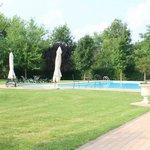 La grande piscina esterna