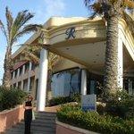 Главный вход в Отель Riviera Resort&Spa