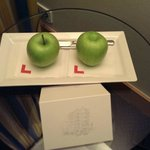 complimentary apples