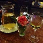 Lecker Wein und hübsche Tischdeko