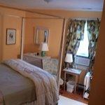 Comfortable Room - Window air unit