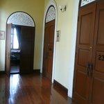 le couloir - vue sur les chambres