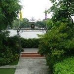 vue du jardin sur la rivière Chao Praya et sur l'autre rive