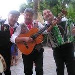 Sizilianischer Folkloreabend im Hotelgarten