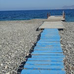 Petit pont sur la plage