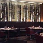 в ресторане богатый выбор вин