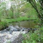 la rivière traverse la propriété