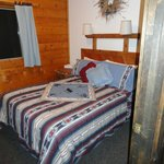 One of the guest rooms in Gunsite Cabin