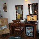 TV & Minibar
