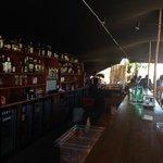 L'immense bar, très réussi
