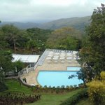 Piscina e vista para as montanhas