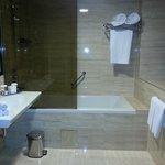 Banheiro muito espaçoso