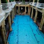 piscina interna. tem que usar toquinha!!!