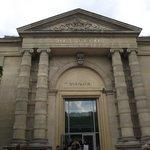 Fachada do Museu de l'Orangerie.