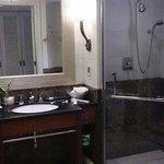部屋を入って直ぐのバスルーム