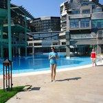 Один из нескольких бассейнов