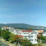 Вид на коттеджный поселок и залив