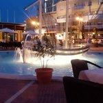 nave con fontana in piscina