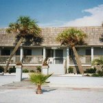 Frontal Sabal Palms Inn
