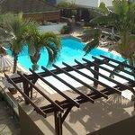 la piscine le jour vu de la chambre