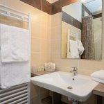 Salle de bains chambre supérieure PMR