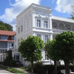 Haus Sellin besteht aus dem historischen Vorderhaus (Baujahr 1902) und mehreren neueren Anbauten