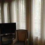 Балкон и 2 ТВ