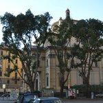 Улочка, на которой расположен отель Маркони