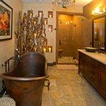 The Mountain Laurel Suite Bathroom
