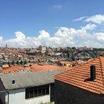Vue superbe sur le pont Luiz et sur Porto depuis la terrasse