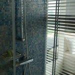 Dusche, Badewanne , Waschtisch