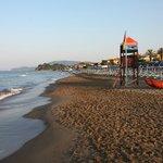 Spiaggia a pochi passi dall'Albergo Rossella
