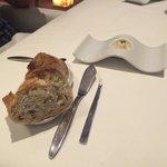 Pãozinho de antepasto com manteiga de mostrada